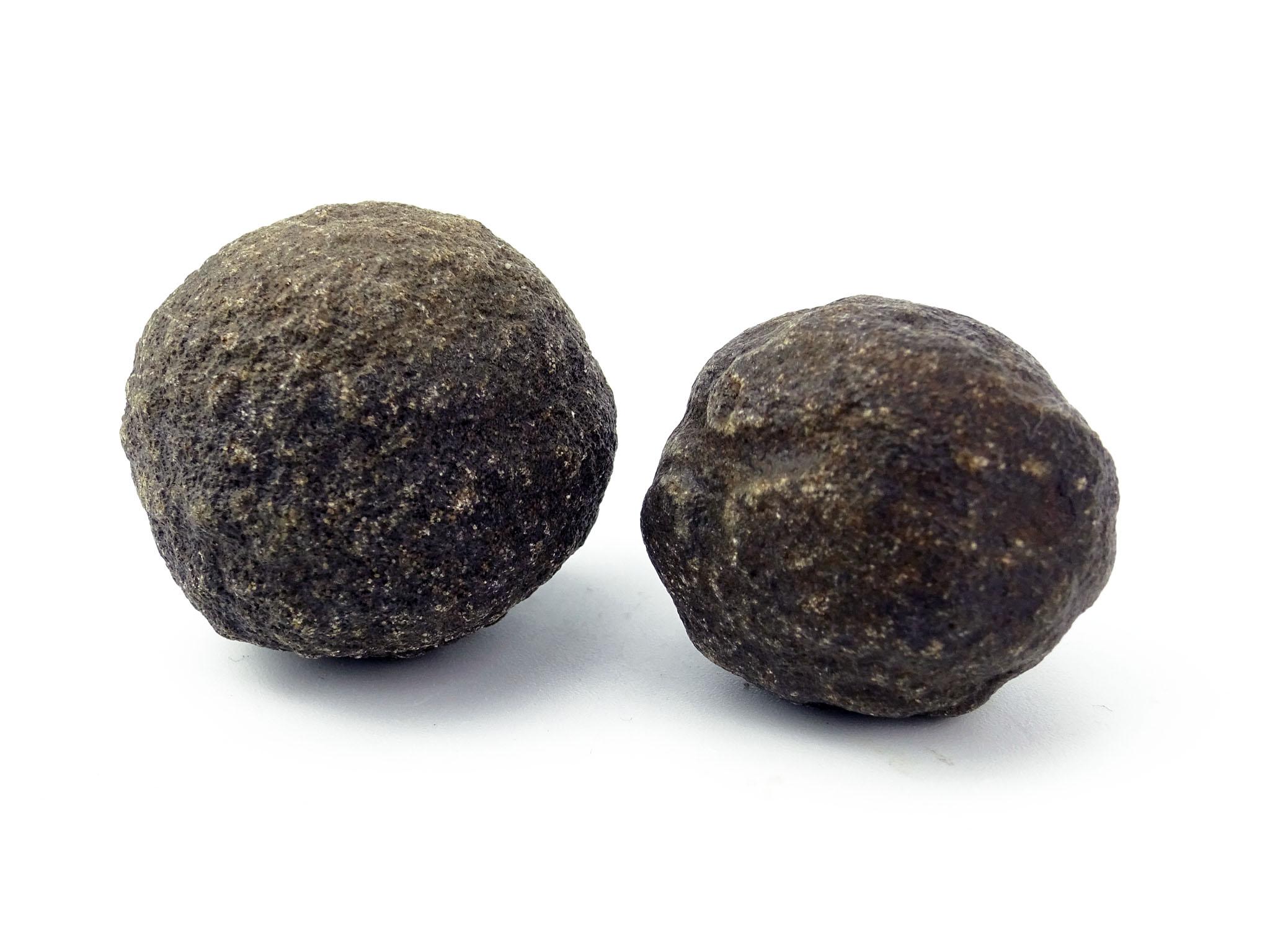 Harte Steine - Ein Männlicher und ein Weiblicher Stein